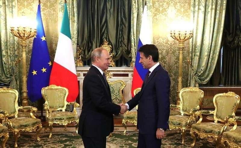 СПредседателем Совета министров Итальянской Республики Джузеппе Конте.
