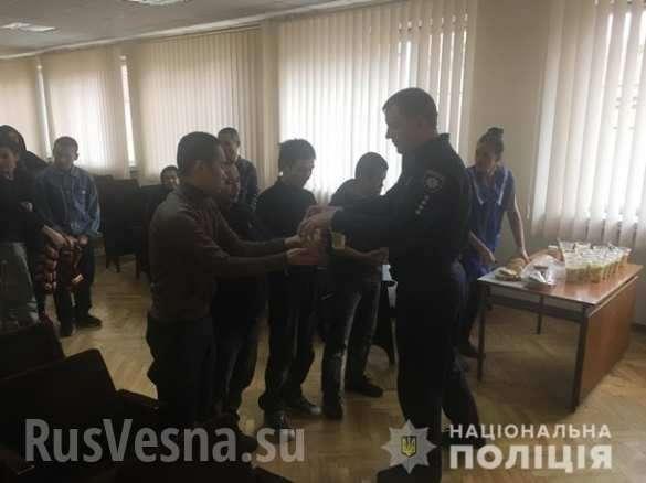 Под Киевом задержали 28 голодных вьетнамцев нелегалов | Русская весна