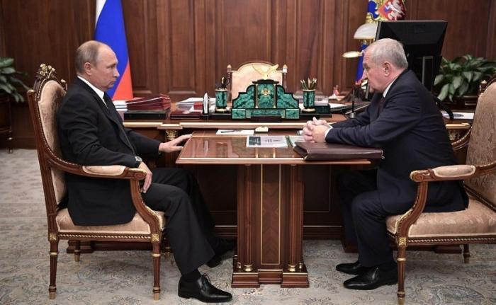 Владимир Путин встретился сглавой Федеральной таможенной службы Владимиром Булавиным