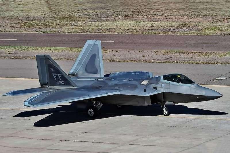 В США из 183 истребителей F-22 Raptor только 90 способны выполнять боевые задачи