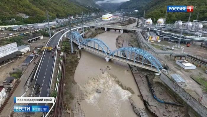 На Кубани разрушенный наводнением мост будут восстанавливать полгода