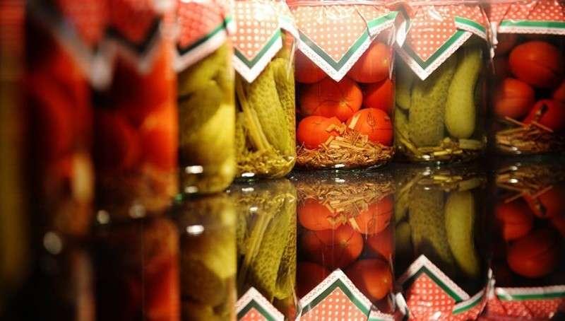 Уровень жизни: россияне меньше экономят на еде и больше – на одежде и развлечениях