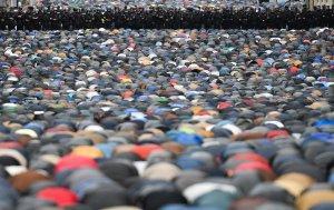 Более 130 тысяч мусульман приняли участие в праздновании Курбан-байрама в Москве