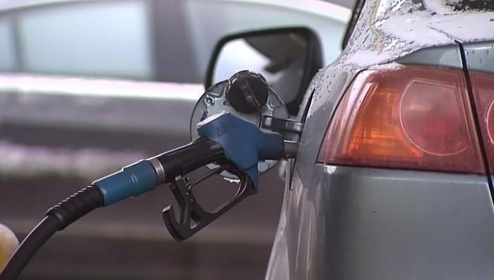 Цены на бензин в России: Дмитрий Медведев дал нефтяникам два дня на раздумья