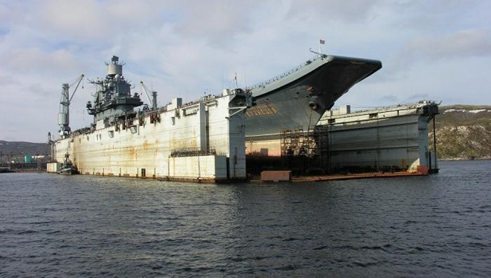 Палуба авианосца Адмирал Кузнецов повреждена упавшим краном