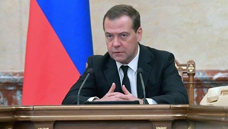 Дмитрий Медведев подписал постановление об ответных санкциях против русофобов Украины