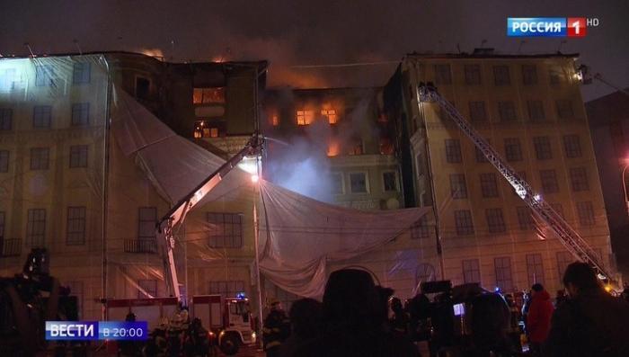 В Москве сгорело историческое здание. Случайность или злой умысел?