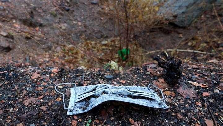 Украинские десантники бросили гнить в яме трупы расстрелянных ими мирных жителей