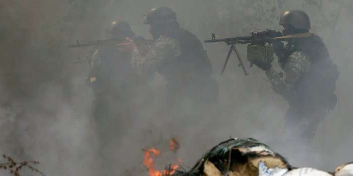Два батальона укро-армии с боями прорываются к ополчению, чтобы сдаться в плен