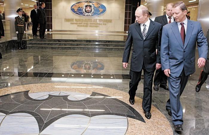Если Запад Россию всё равно ненавидит, так зачем пытаться ему понравиться?