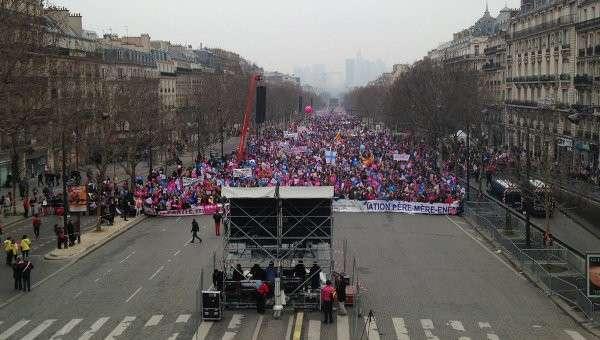Акция протеста против однополых браков в Париже. Архивное фото