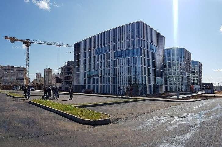 Ход строительства медицинского центра «Новомосковский» сроддомом вНовой Москве