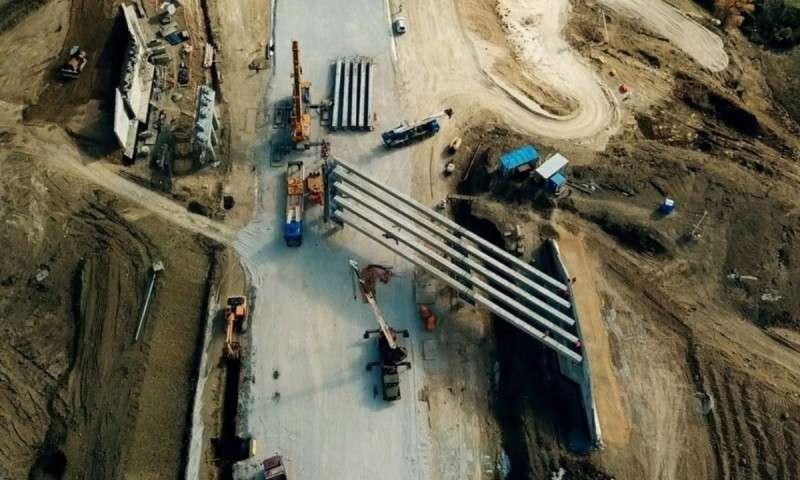 Строители монтируют пролёты самого высокого моста первой очереди трассы «Таврида»
