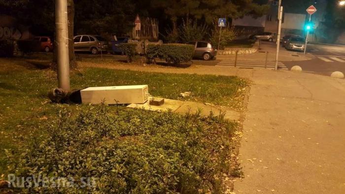 Памятник антифашисту сломал ногу валившему его вандалу в символическую дату