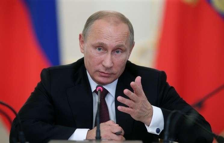 Президент РФ поручил установить личную ответственность чиновников за госпрограммы
