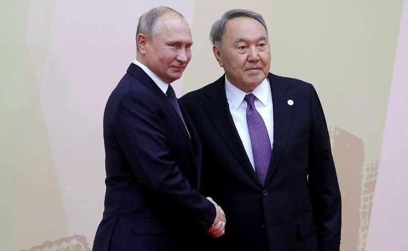 СПрезидентом Казахстана Нурсултаном Назарбаевым перед началом заседания Совета коллективной безопасности ОДКБ.