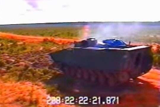 Попадание снаряда в танк показали изнутри