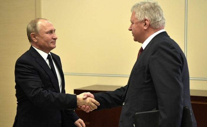 Владимир Путин встретился с главой Федерации независимых профсоюзов Михаилом Шмаковым