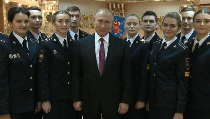 Путин поздравил полицейских с профессиональным праздником