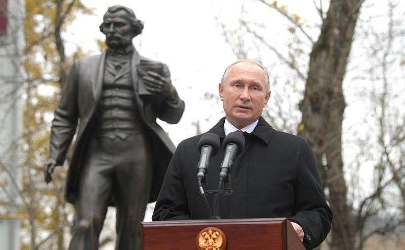 Наторжественной церемонии открытия памятника писателю Ивану Тургеневу.