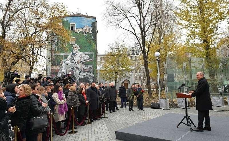 Торжественная церемония открытия памятника писателю Ивану Тургеневу.