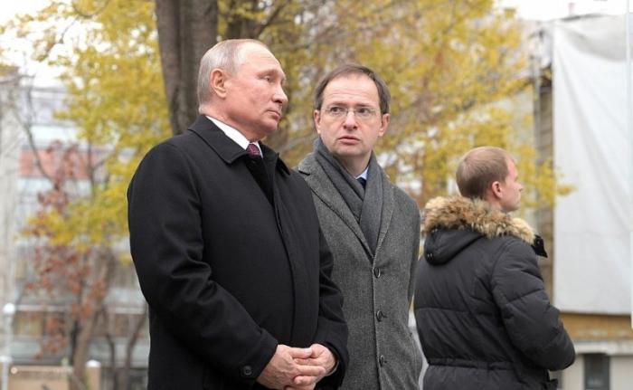 Владимир Путин открыл памятник Ивану Тургеневу в Москве