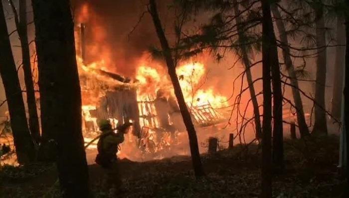 Пожар в Калифорнии приобретает масштаб национального бедствия