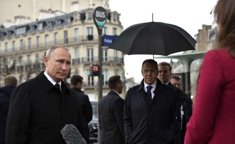 Владимир Путин в Париже ответил на вопросы журналиста телеканала Russia Today