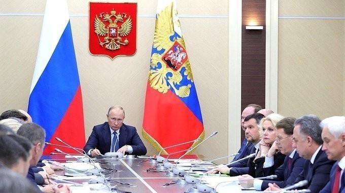 Владимир Путин провёл совещание с Правительством по вопросам цен на топливо