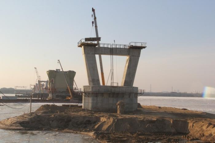 На мосту через Амур в сторону китайской границы началась надвижка пролётного строения