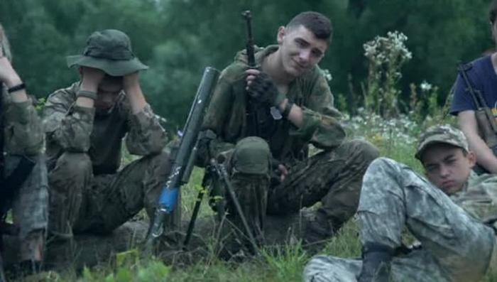 Украинский детский лагерь неонацистов «Азовец» шокировал журналистов из США
