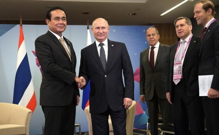 Встреча Владимира Путина сПремьер-министром Таиланда Праютом Чан-Очой