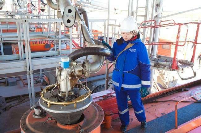 Сургутский ЗСК приступил кпроизводству бензина марки Премиум Евро-95