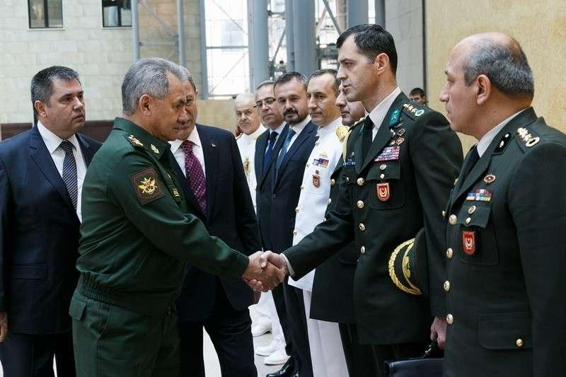В Сочи прибыли руководители минобороны и разведки Турции. Повестка – сирийский Идлиб