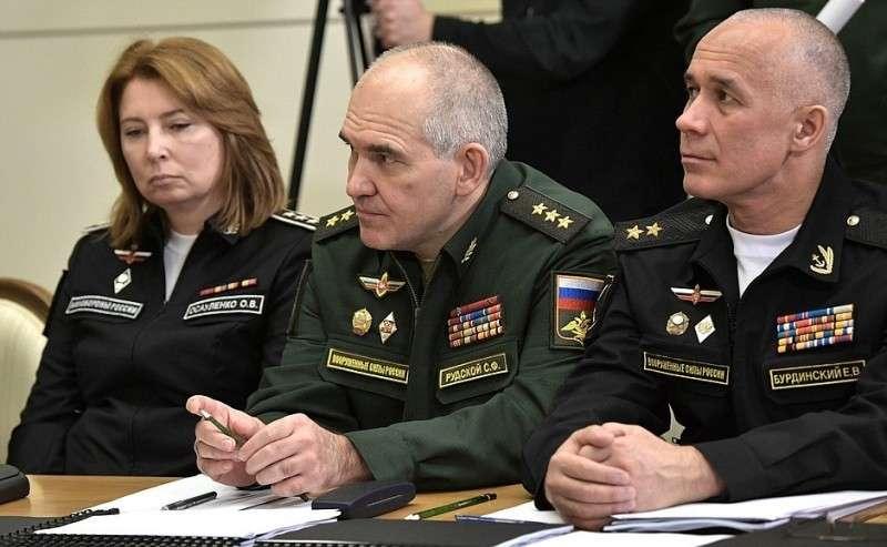 Перед началом совещания сруководством Министерства обороны ипредприятий оборонно-промышленного комплекса.