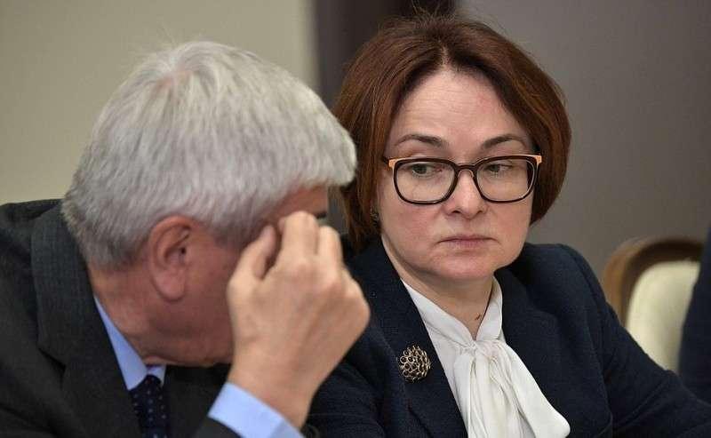 Председатель Центрального банка Эльвира Набиуллина перед началом совещания сруководством Министерства обороны ипредприятий оборонно-промышленного комплекса.