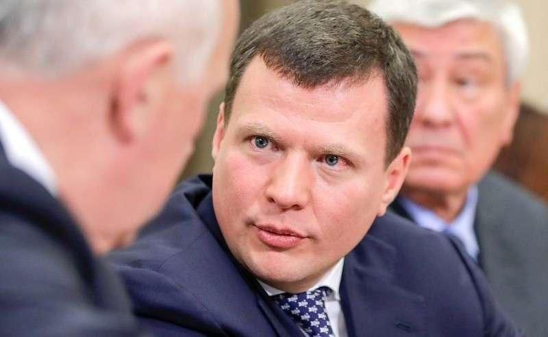 Первый заместитель председателя коллегии Военно-промышленной комиссии Сергей Куликов перед началом совещания сруководством Министерства обороны ипредприятий оборонно-промышленного комплекса.