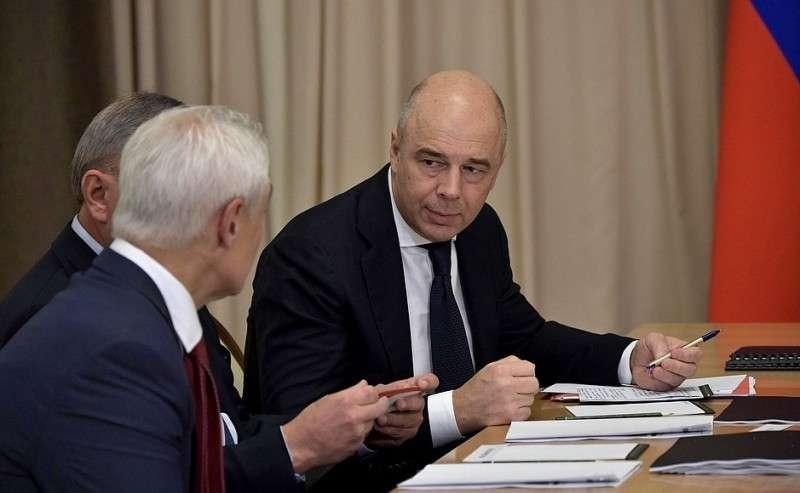 Первый заместитель Председателя Правительства– Министр финансов Антон Силуанов перед началом совещания сруководством Министерства обороны ипредприятий оборонно-промышленного комплекса.