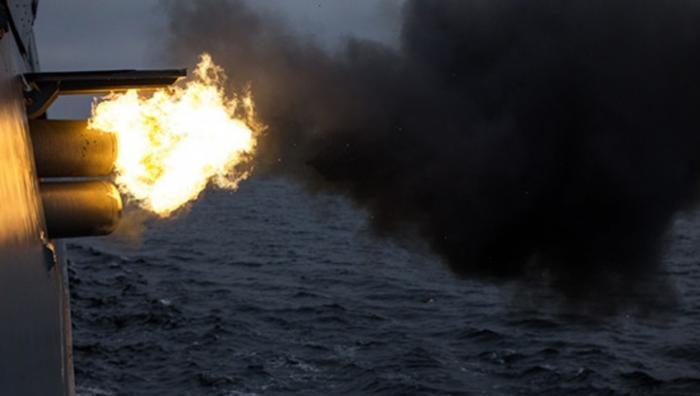 Российские боевые корабли Балтийского флота устроили торпедную дуэль