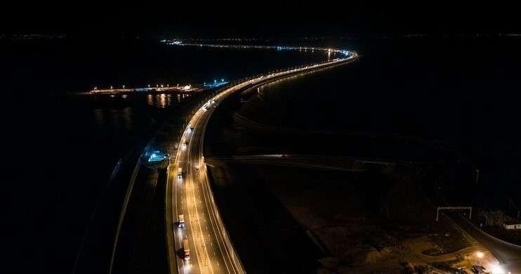 Крымский мост за 5 месяцев сэкономил автовладельцам и перевозчикам 6 млрд рублей