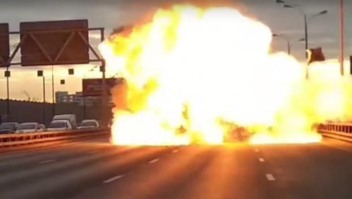 Москва: микроавтобус взорвался три раза