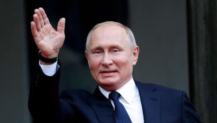 Владимир Путин в Крыму прокатился на электрокаре и заглянул в японский сад