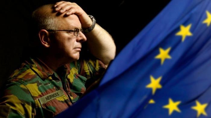 Евросоюз не готов к созданию своей армии, но и мириться с оккупацией США не желает