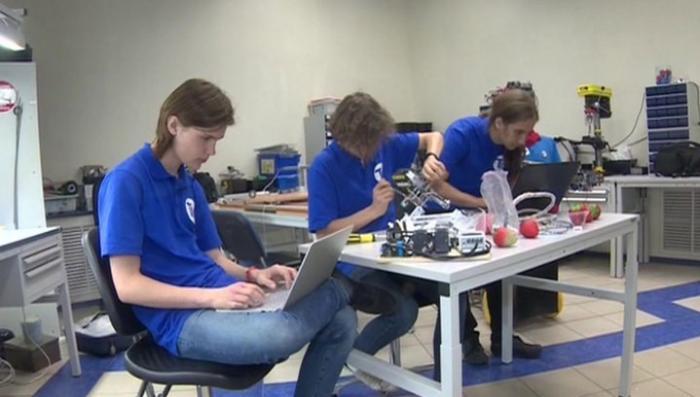 Школьники из Санкт-Петербурга победили на Всемирной олимпиаде роботов в Таиланде