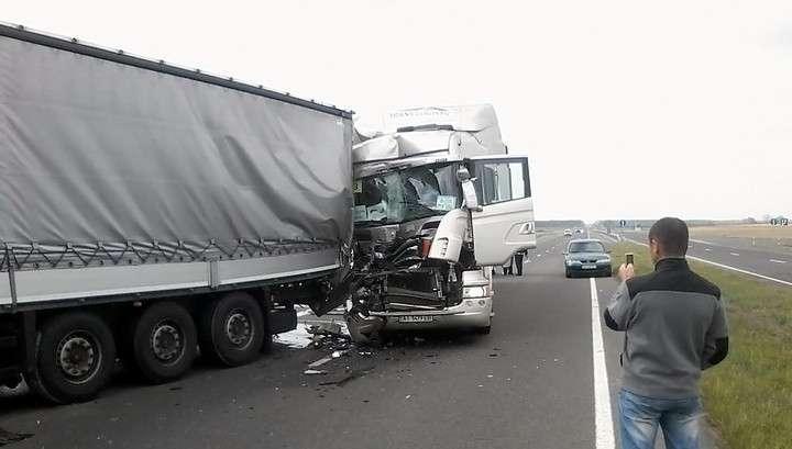 Немецкий конвой попал в аварию на Украине