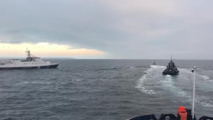 Россия задержала корабли украинских ВМС нарушившие границу. Было применено оружие