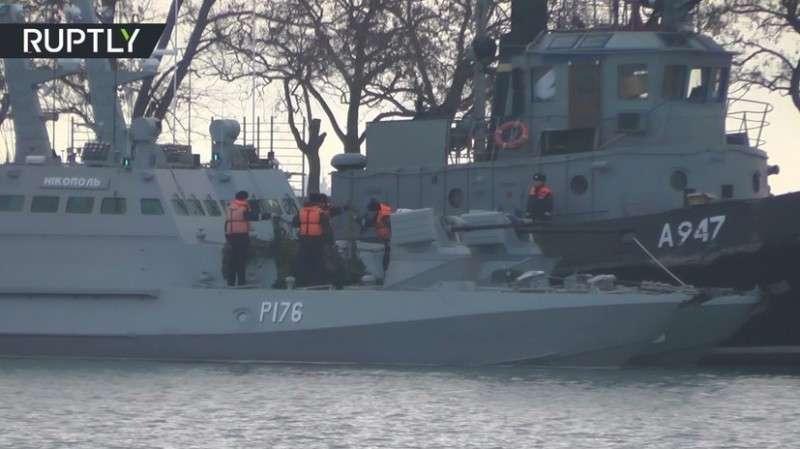 Корабли Украины задержаны после провокации в керченском проливе