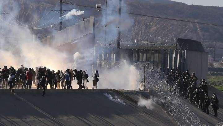 Мигранты пошли на прорыв границы США со стороны Мексики