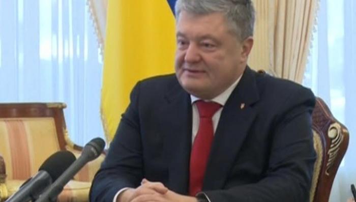 Порошенко отчитался Майклу Помпео о введении военного положения на Украине