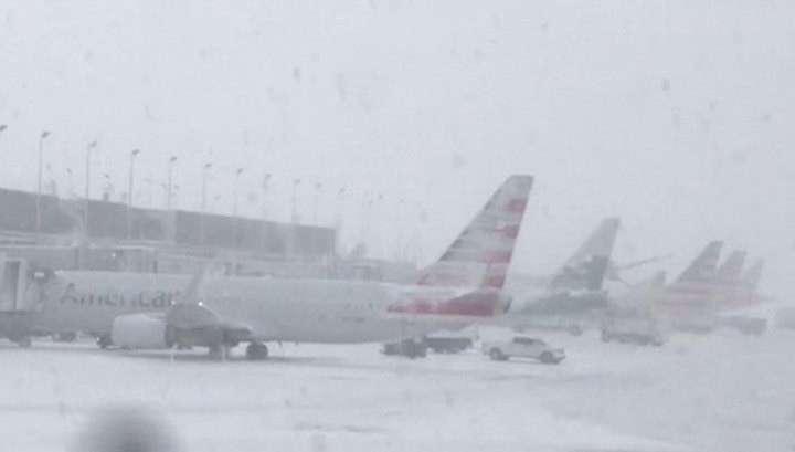 Снежные бури в США парализовали транспортную систему